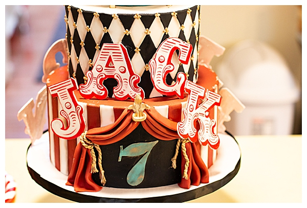 circus-themed-birthday-cake