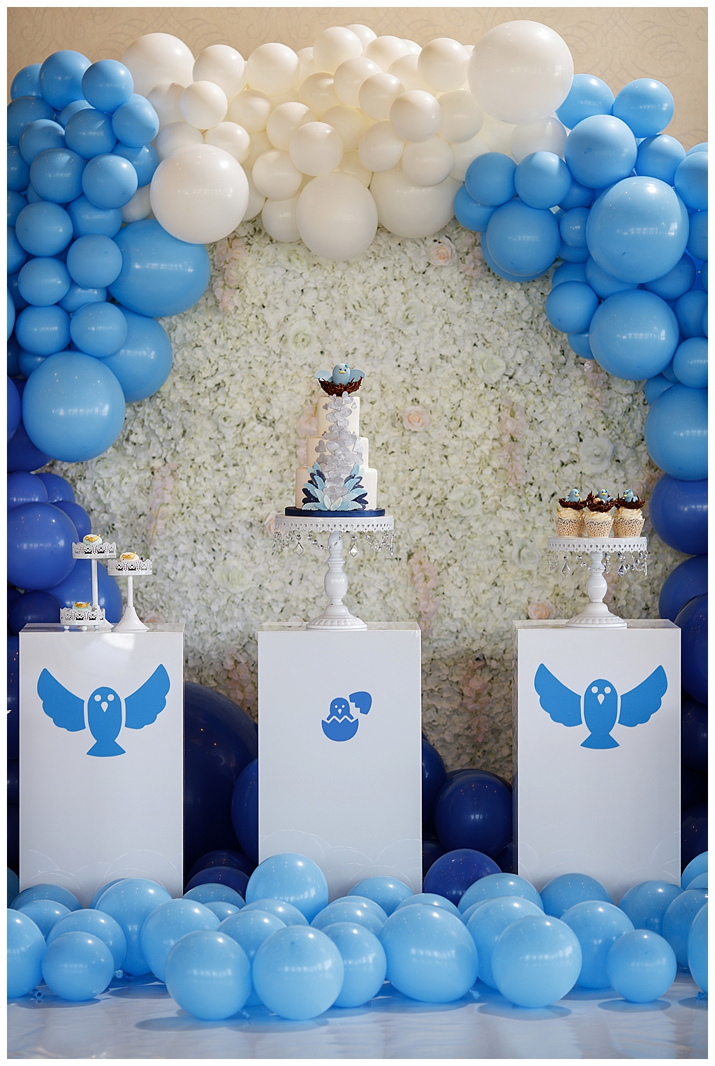 Blue and White Mothers' Day Brunch Decor