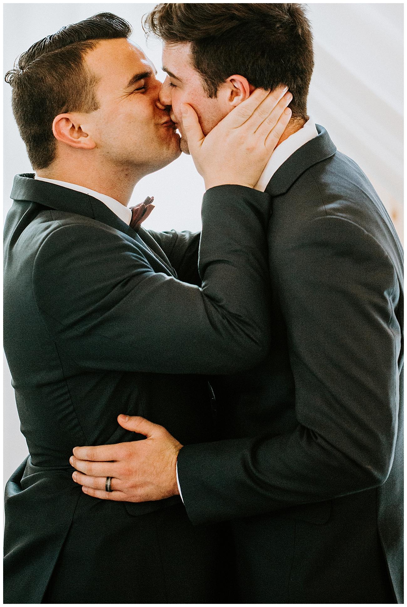 gay-wedding-kiss