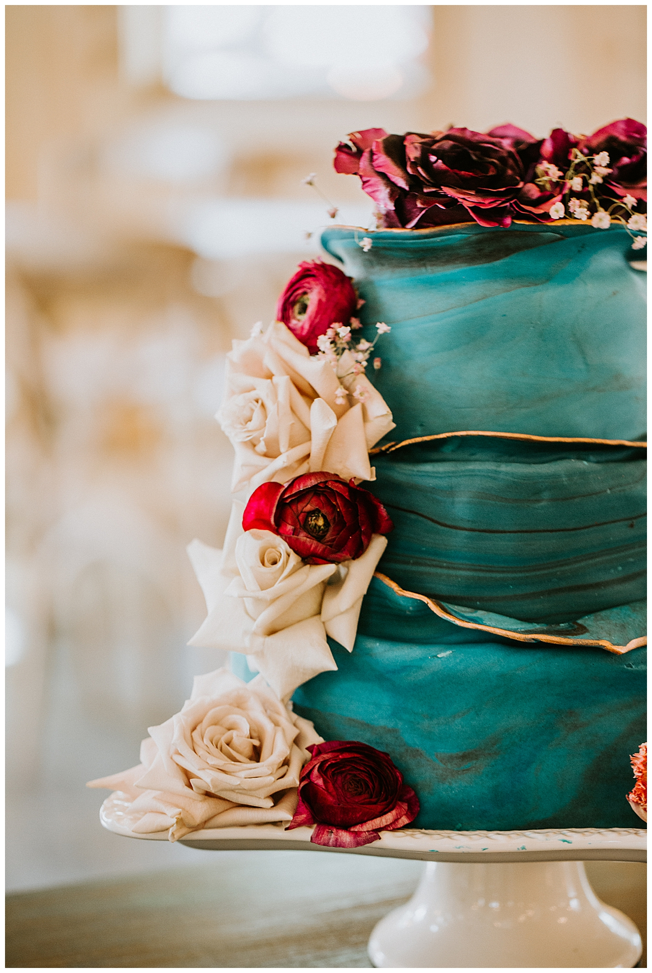teal-and-gold-wedding-cake