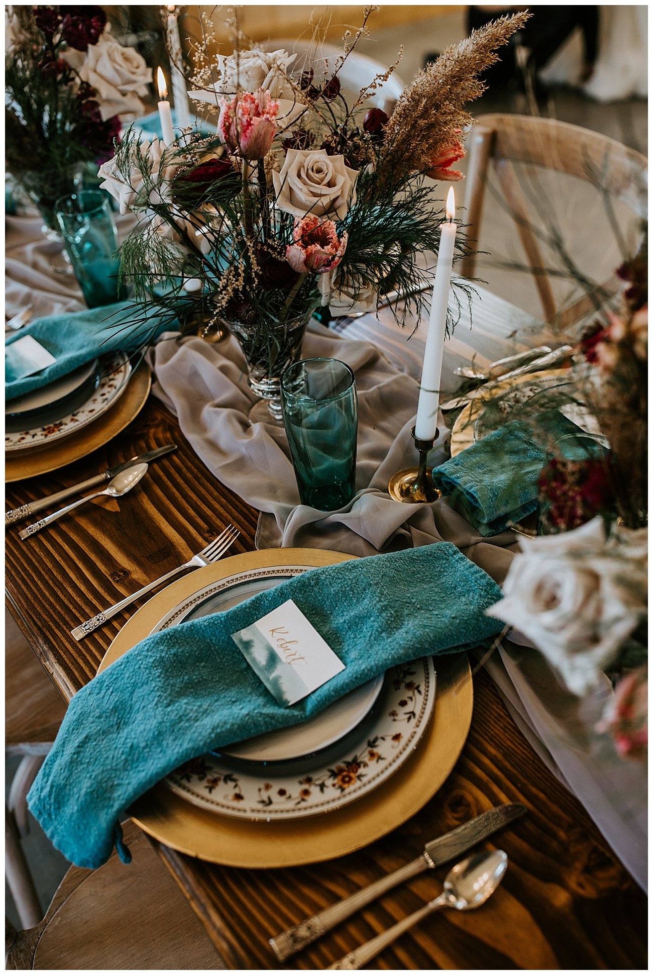teal-and-gold-wedding-place-settings