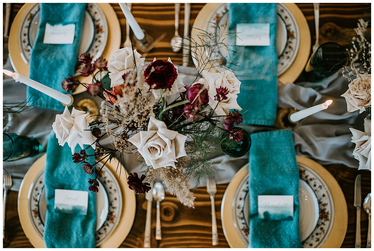 teal-and-gold-wedding-reception-decor