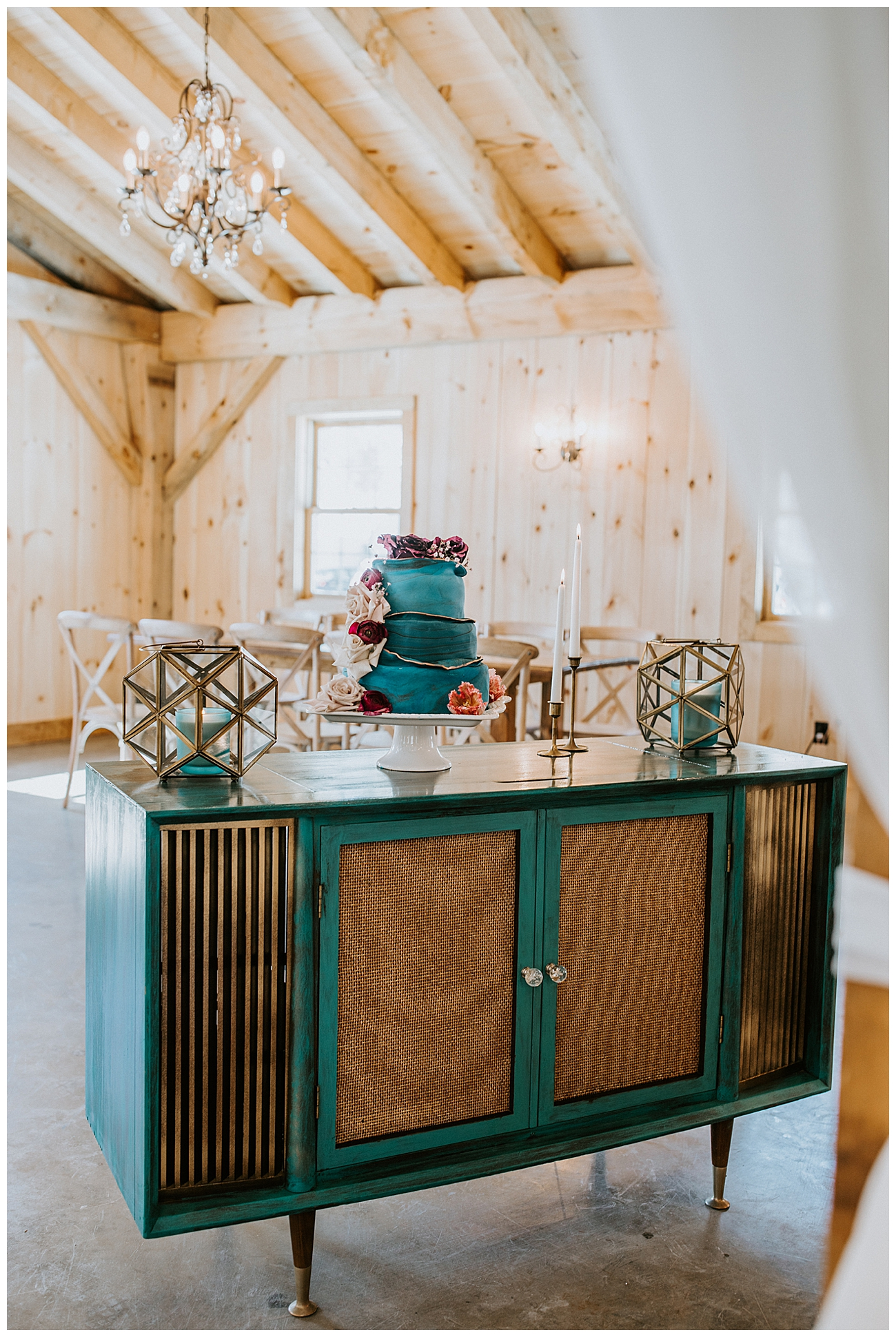 teal-and-wooden-cake-stand