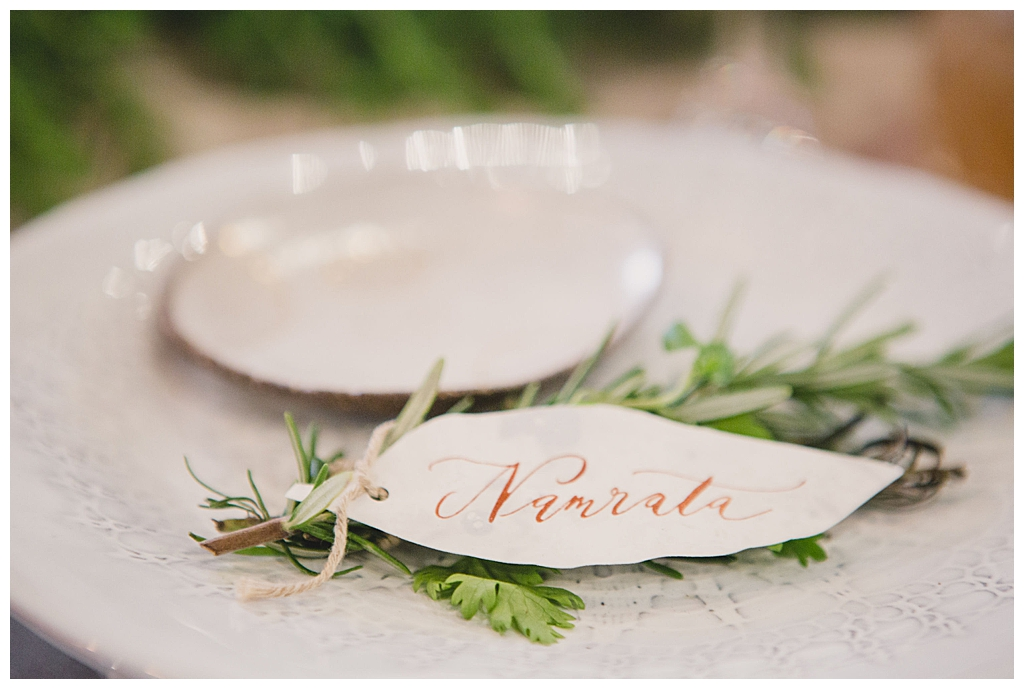 calligraphy-leaf-place-setting