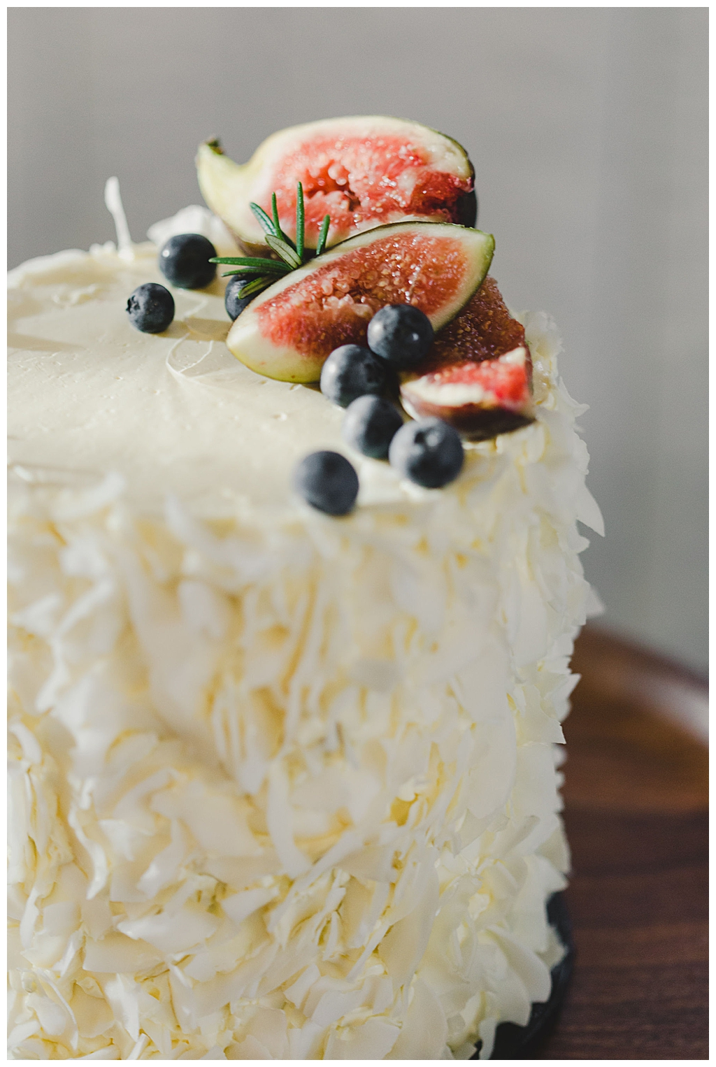 fig-topped-wedding-cake