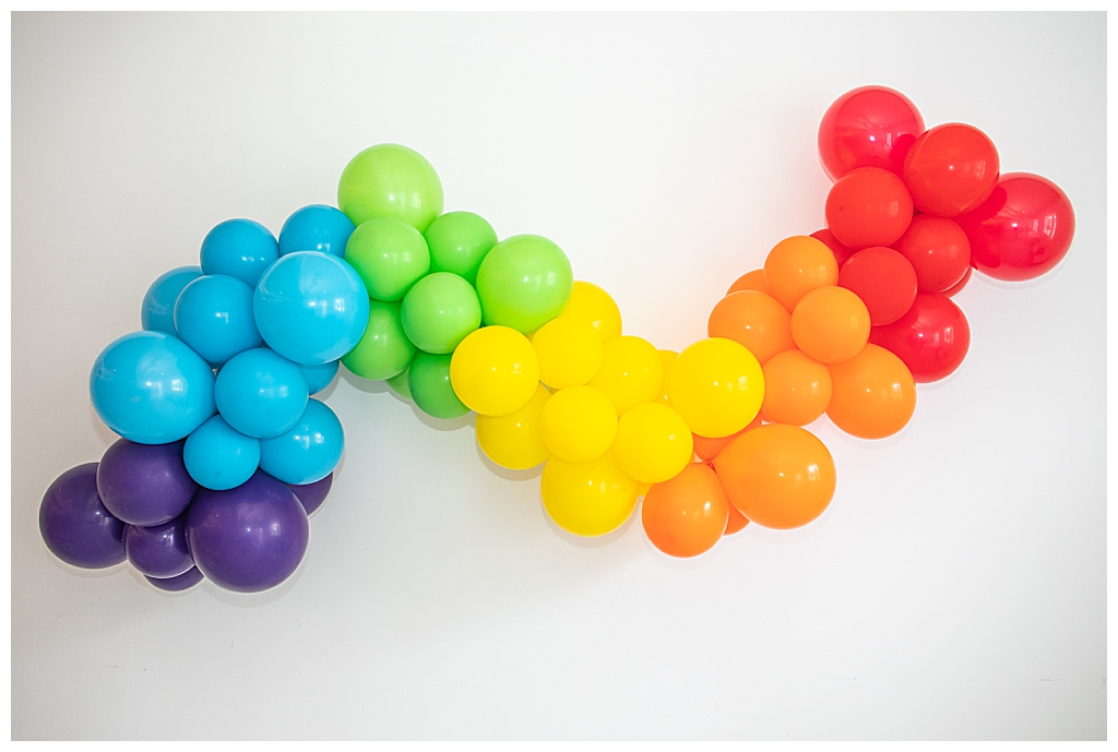 rainbow-balloon-garland