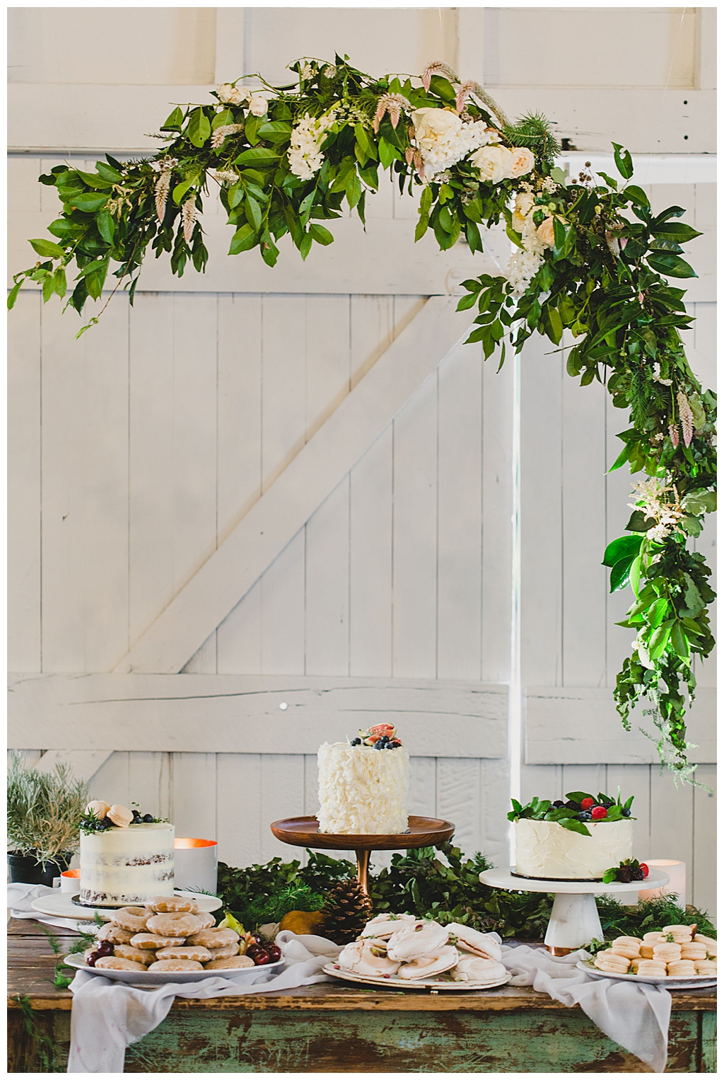 wedding-cake-display-with-greenery