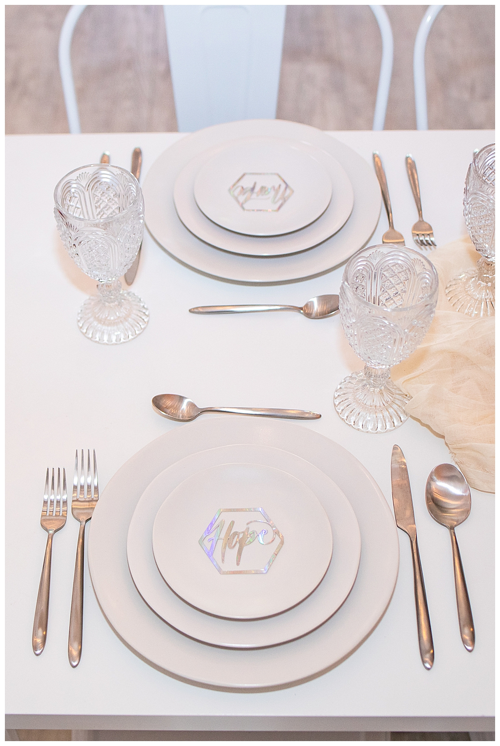 white-monochromatic-place-settings