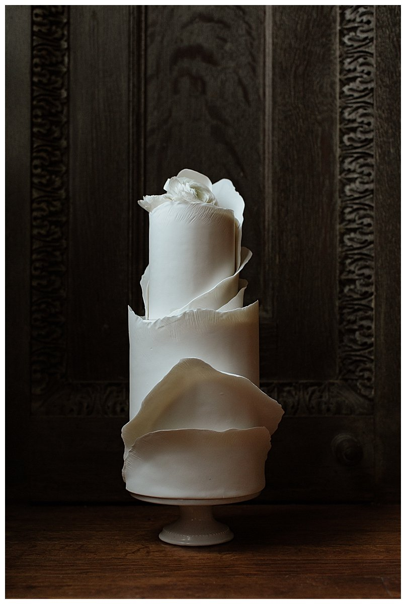 structural-modern-wedding-cake