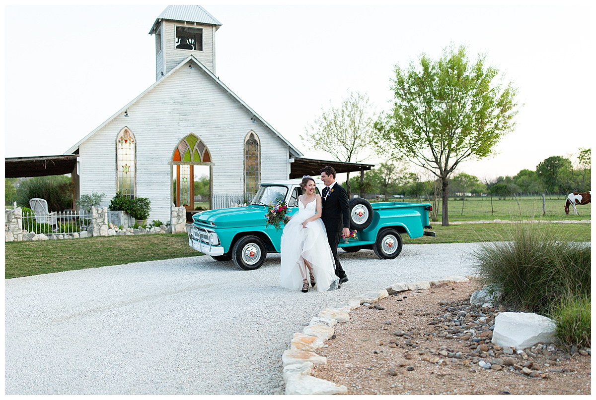 vintage-pickup-truck-wedding-transportation