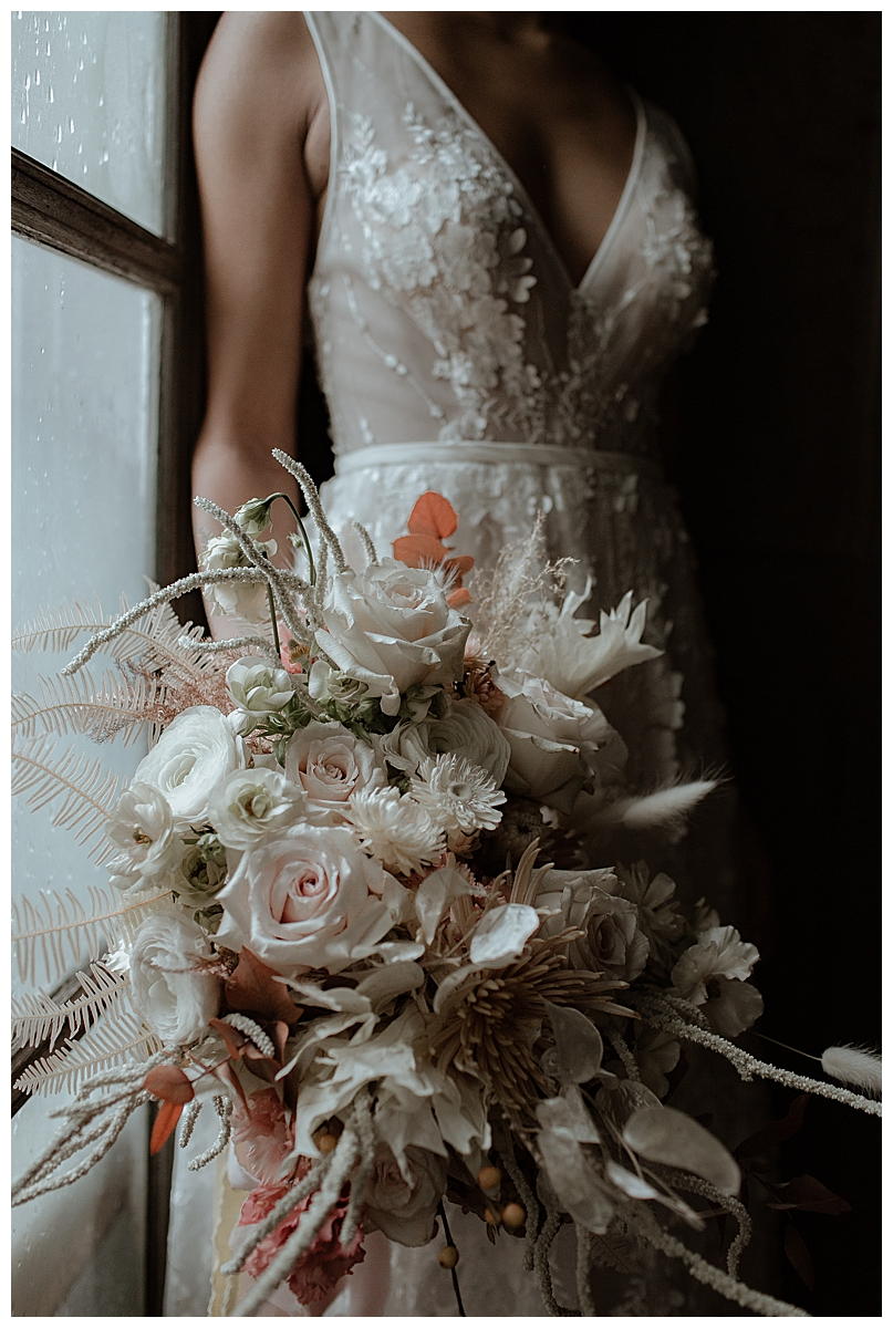 white-and-blush-wedding-bouquet