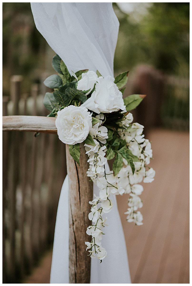 white-flower-ceremony-decor