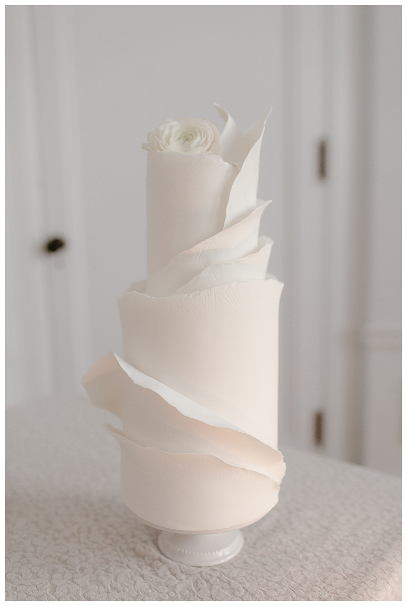 white-structural-wedding-cake