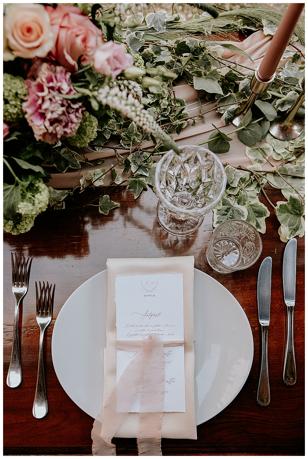 blush-and-dark-wood-wedding-place-settings