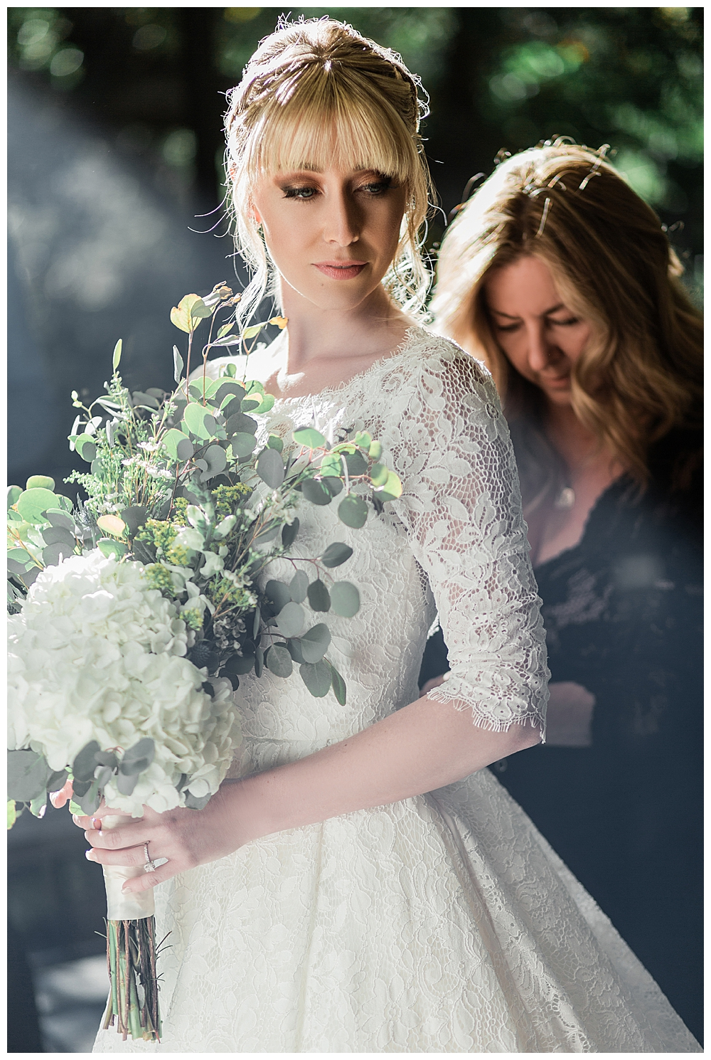 mom-dressing-bride-wedding-photography