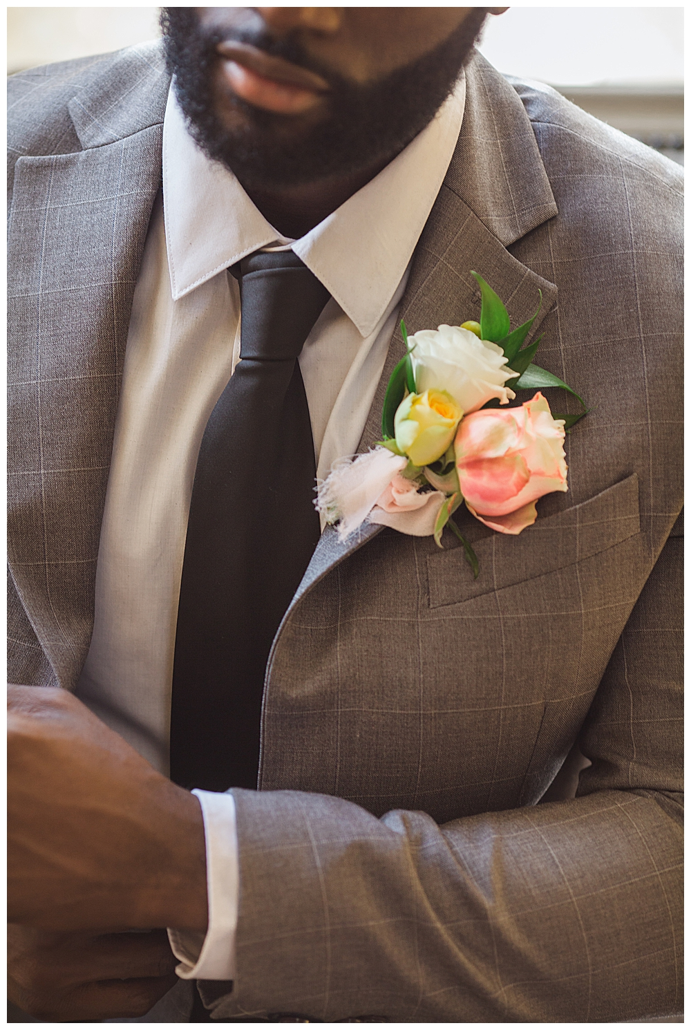 rose-boutonniere-with-gray-suit