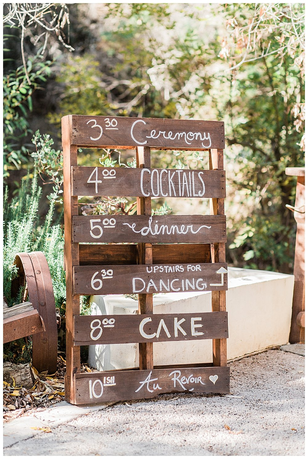 wooden-pallet-wedding-signage