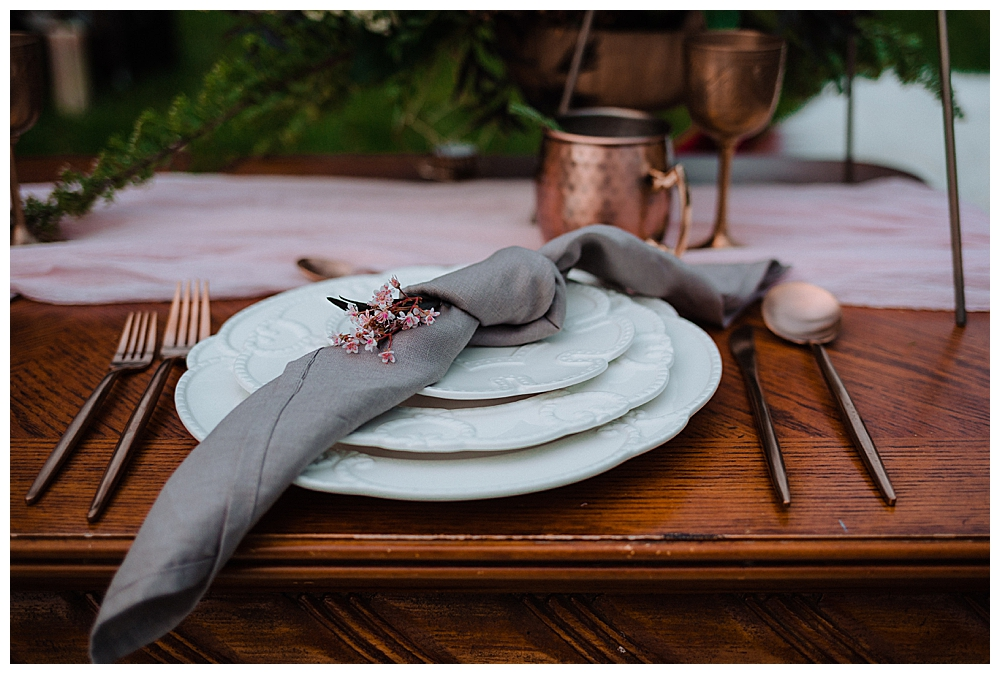 gray-table-linens-with-copper-details