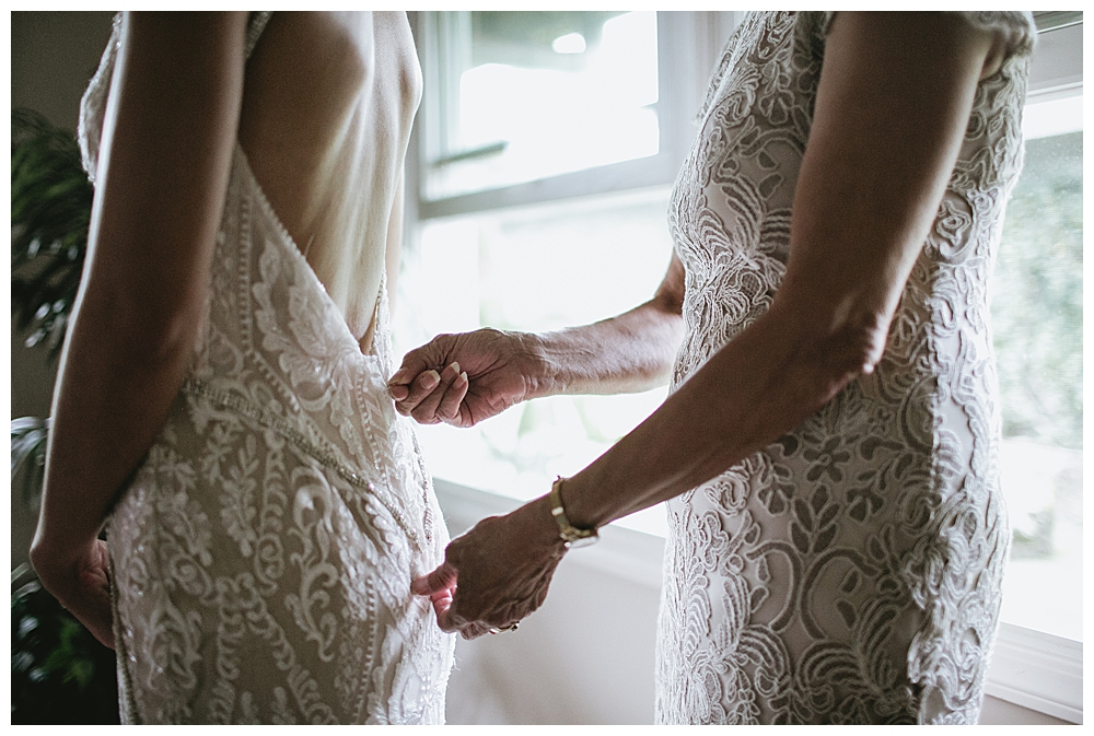 two-brides-getting-ready-together-photography