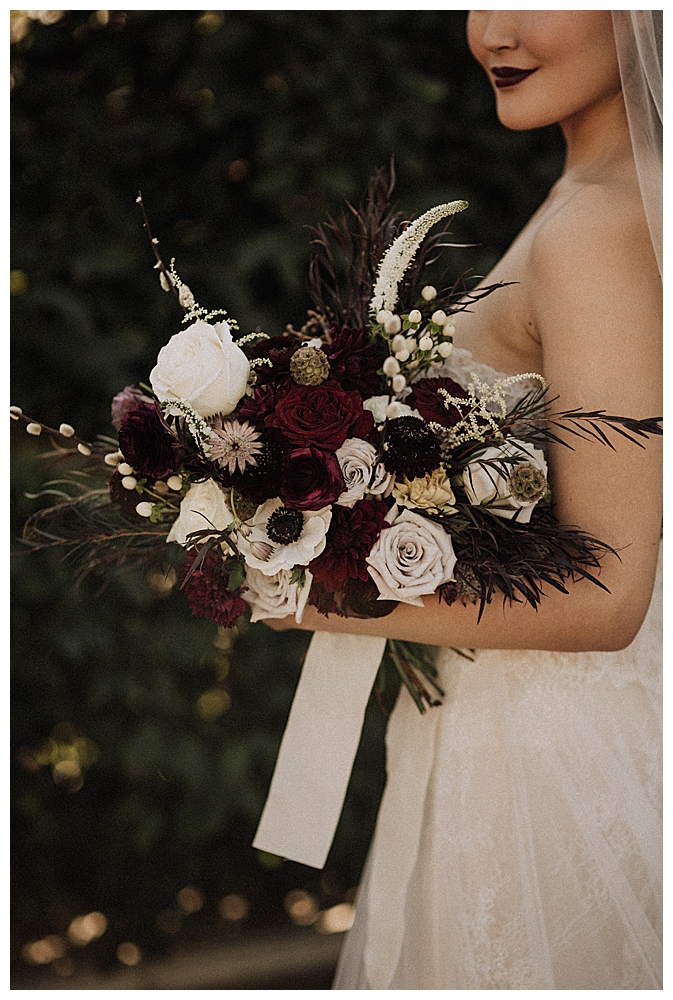 moody-wedding-florals