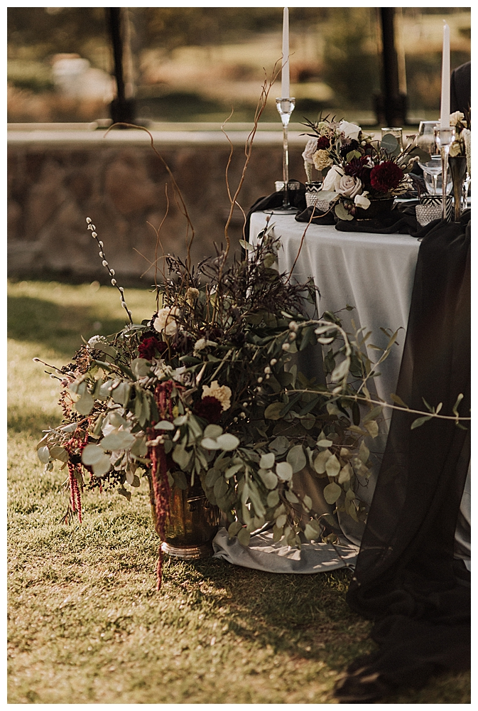 moody-wedding-flowers
