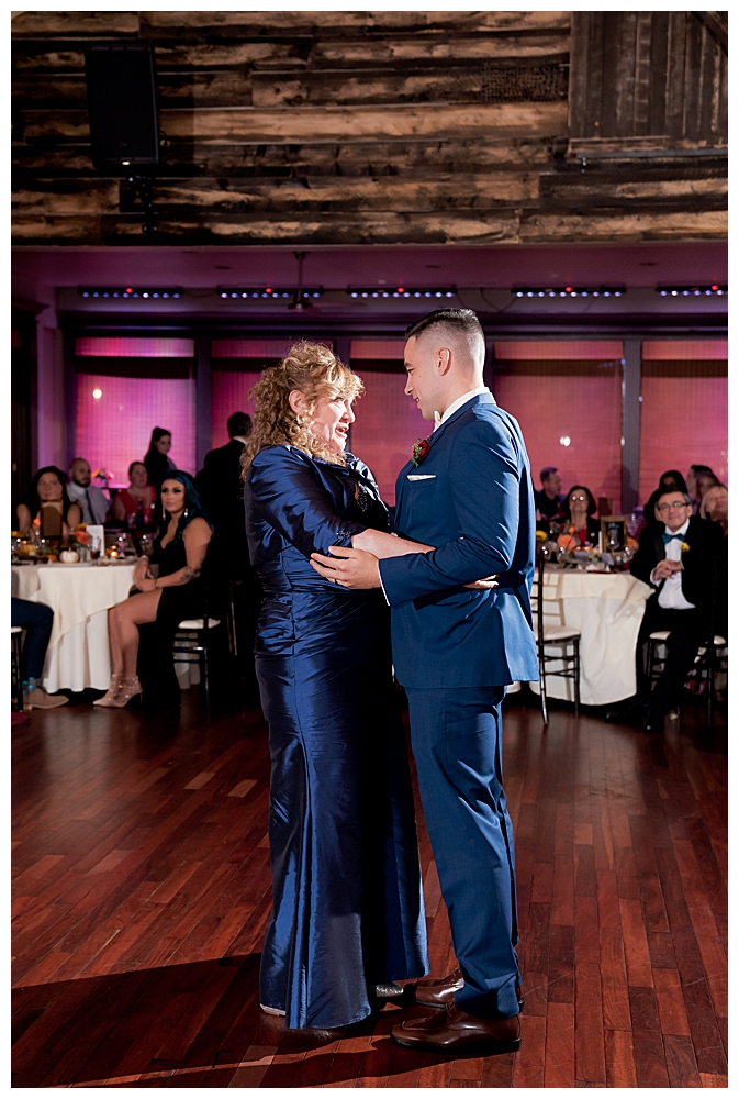 mother-son-dance-at-wedding