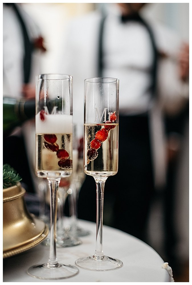 mr-and-mr-wedding-champagne-flutes
