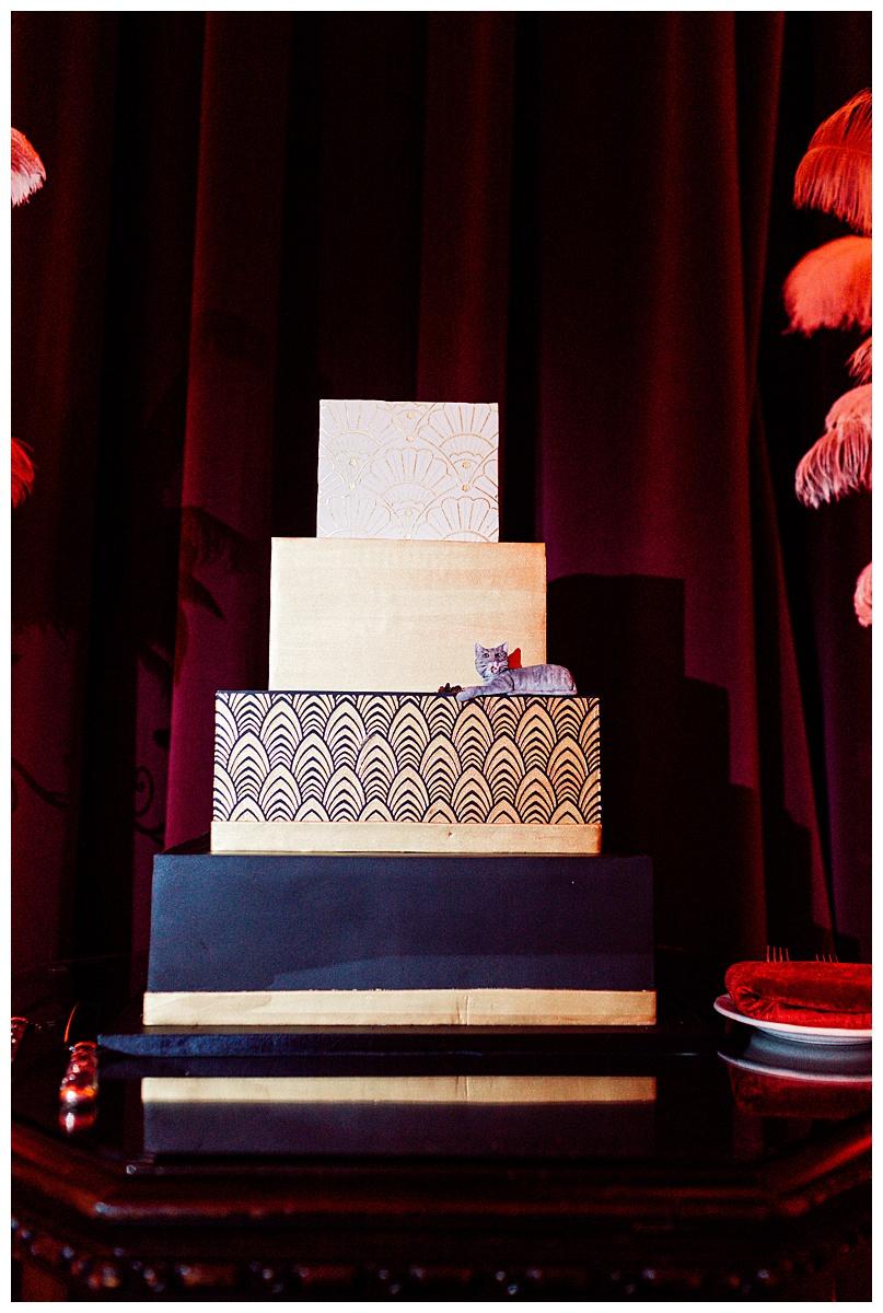 navy-and-white-wedding-cake