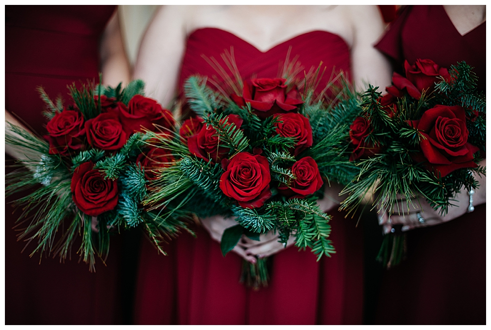 rose-bouquets-winter-wedding