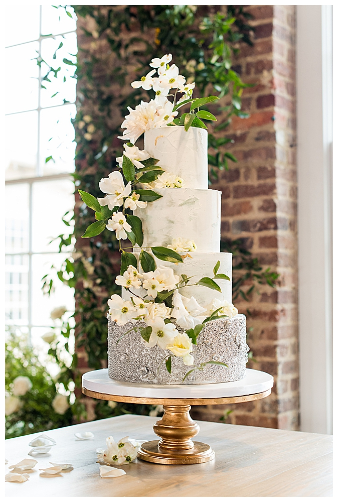 marble-wedding-cake-with-pearled-tier