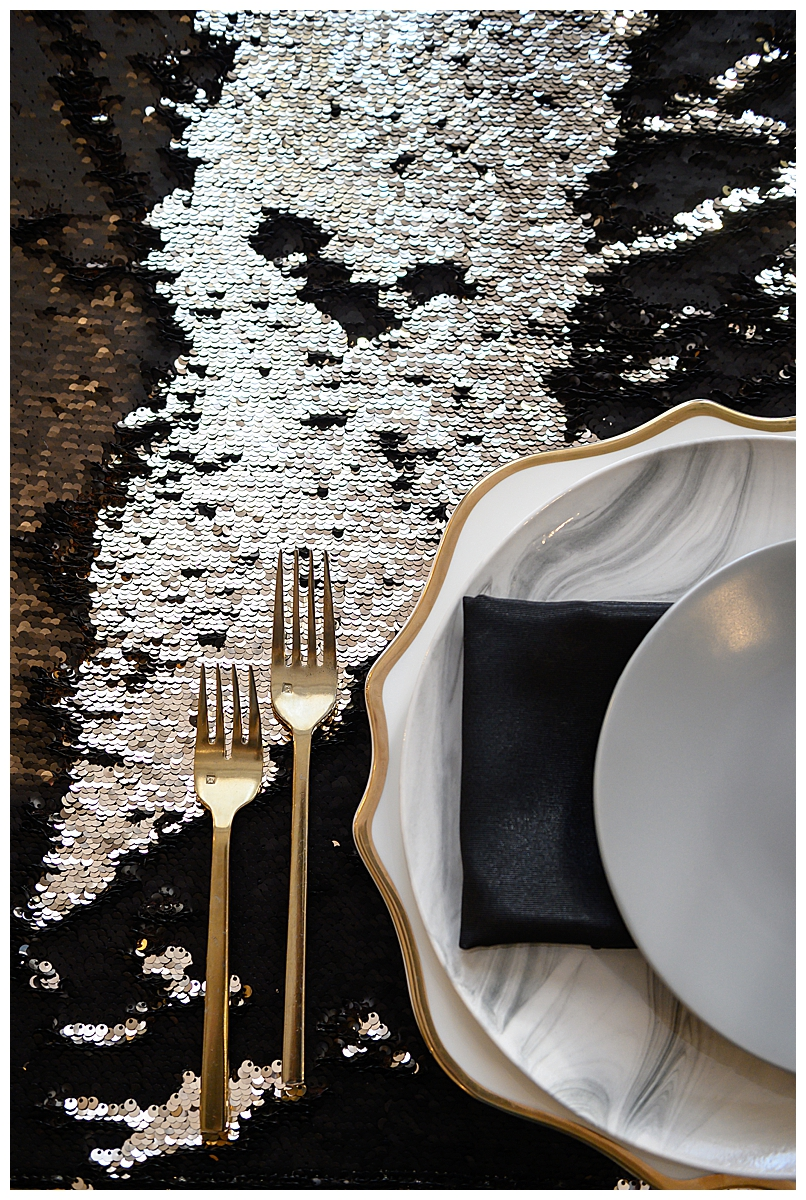 marble-place-settings-with-sequin-linen