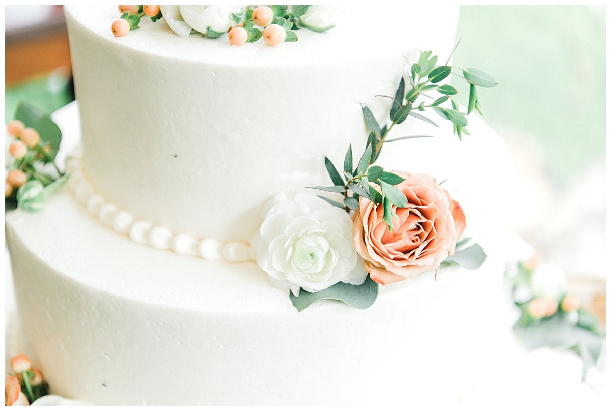 white-wedding-cake-with-flowers