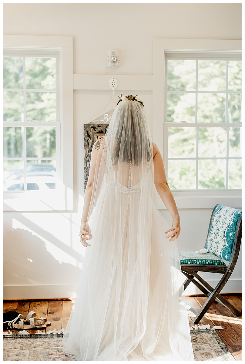 bride-before-walking-down-the-aisle