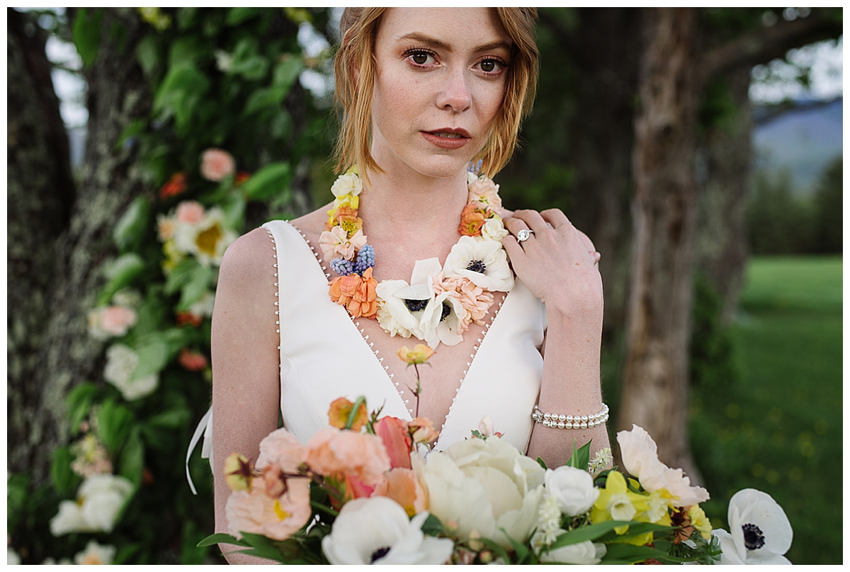 bridal-necklace-made-of-flowers