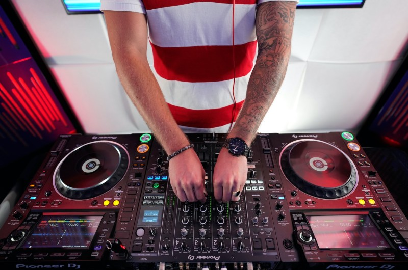 Image for Wedding DJs Are Now Spinning on Social Media (and Why You Should Be Watching!)
