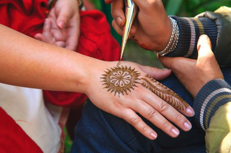 Image for 9 Stunning Henna Designs That Tell the Love Story