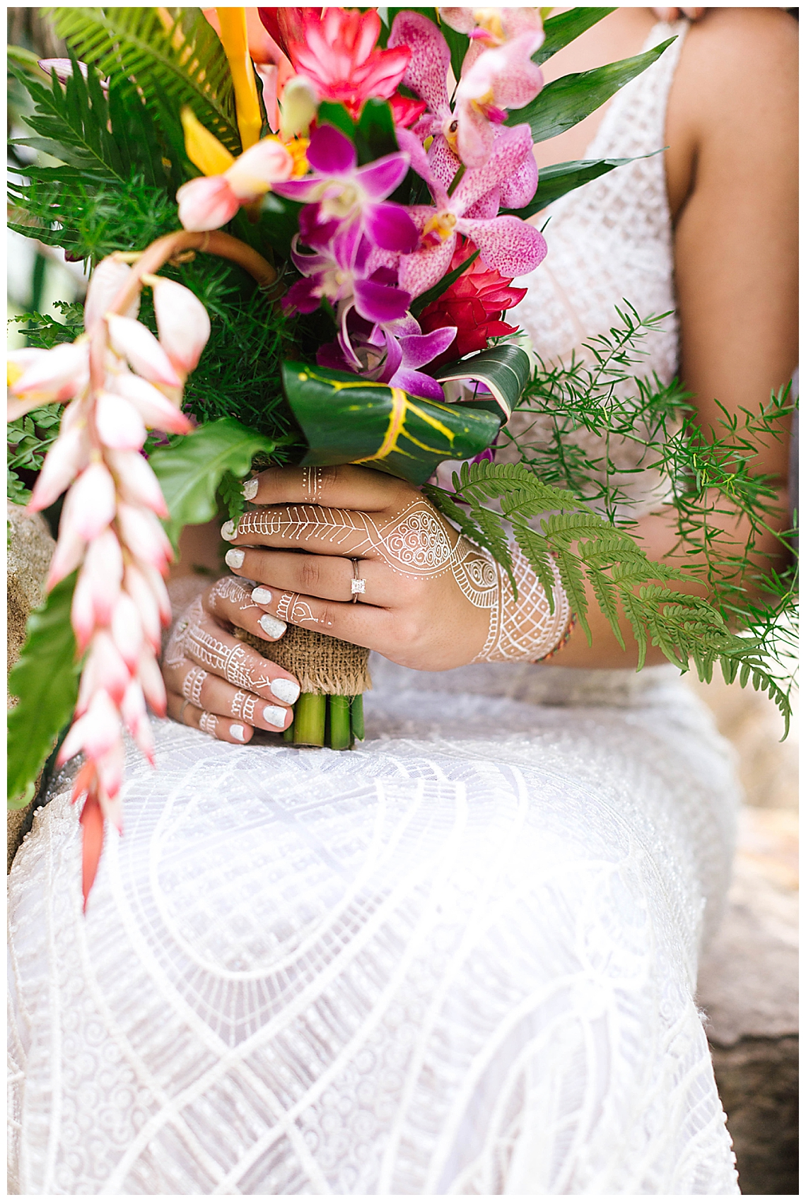 henna-with-bridal-bouquet