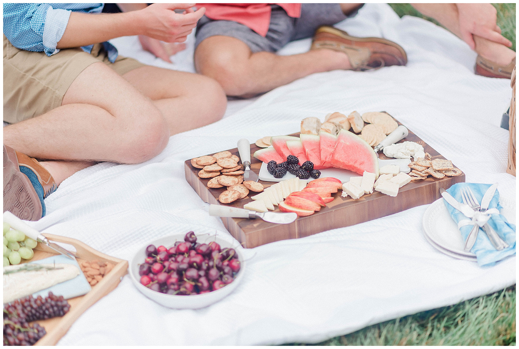 outdoor-picnic-gay-engagement-session-5