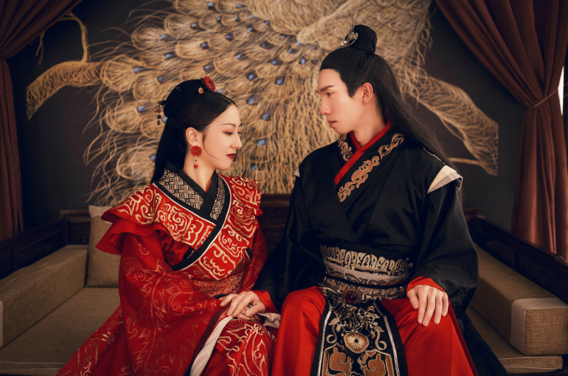 Image for Vintage-Inspired Engagement Shoot With Historical Chinese Fashions