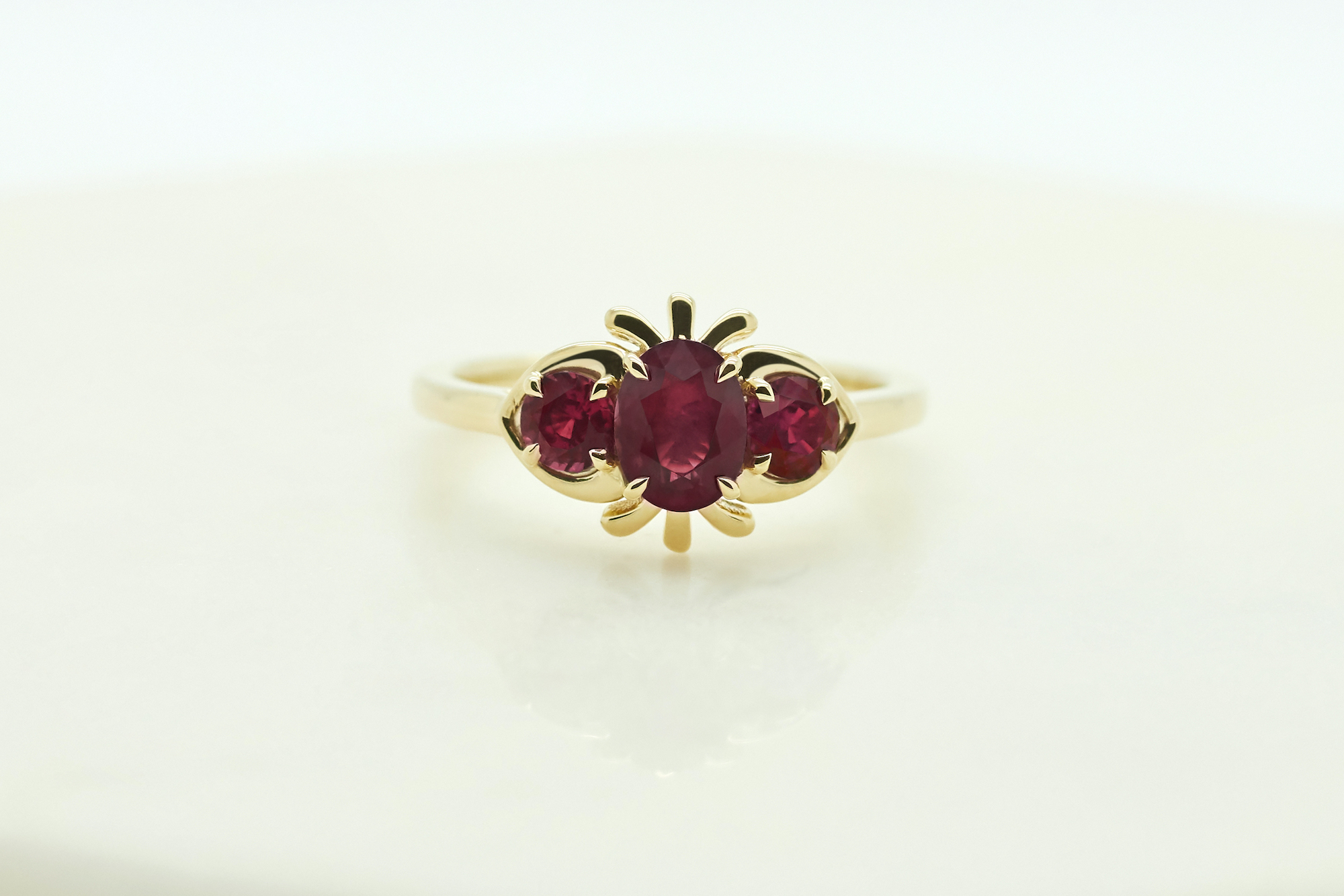 Ruby trilogy in yellow gold