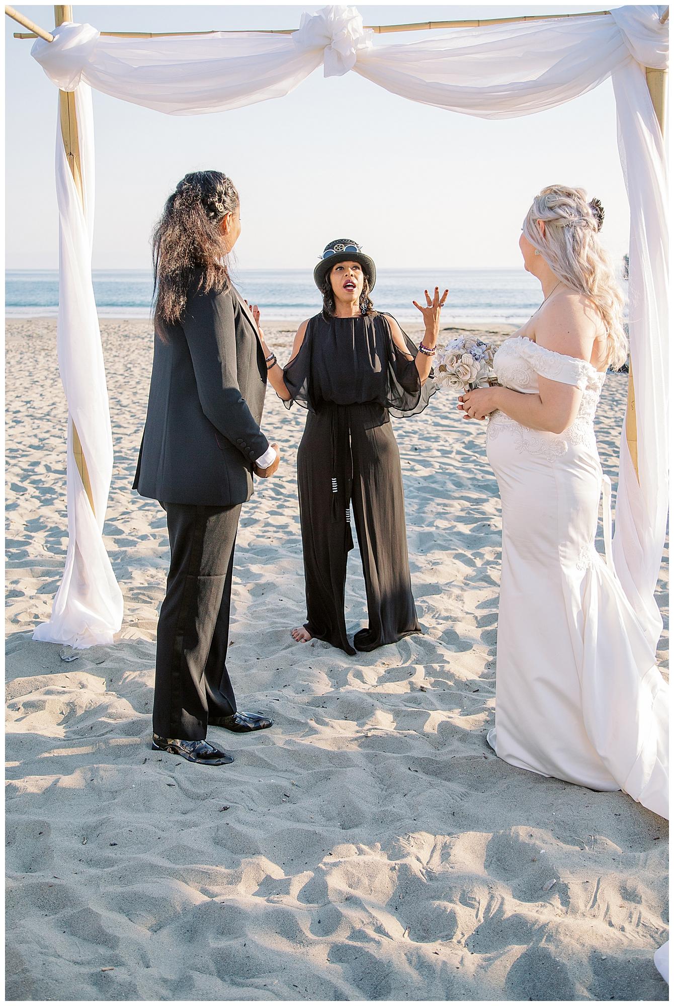 steampunk-lesbian-wedding-10